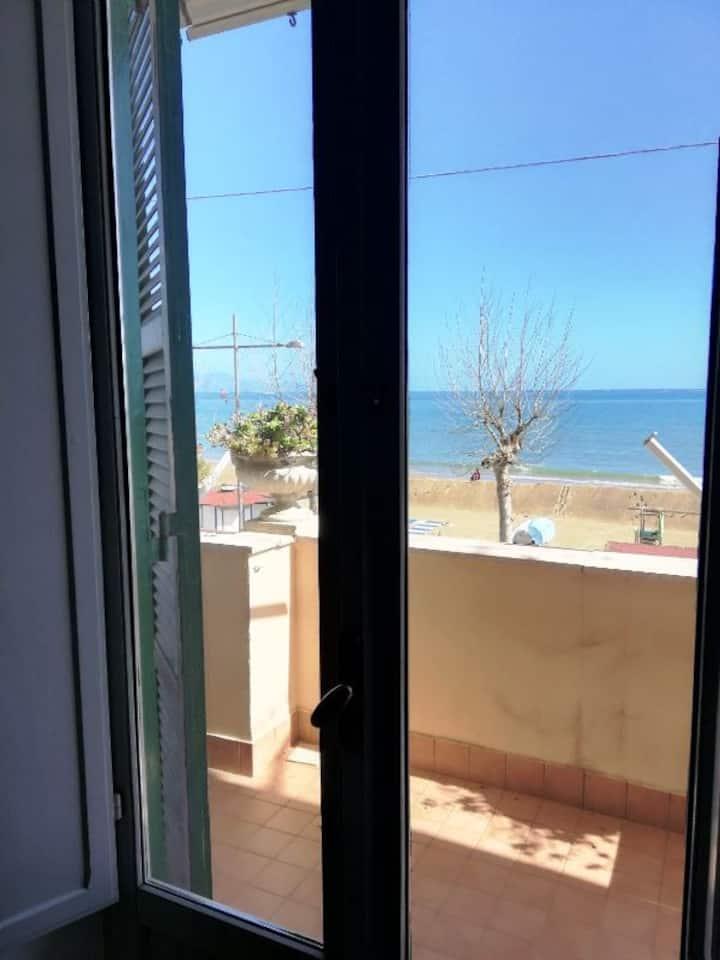 Formia Apartment for 5 person NEAR THE SEA