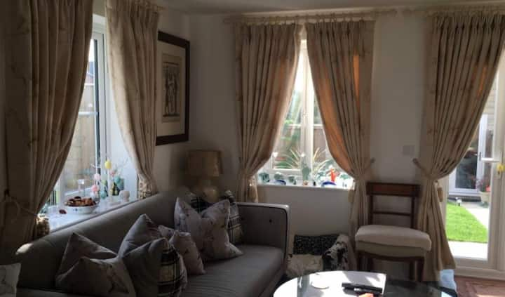 Beautiful Single bedroom with own large bathroom