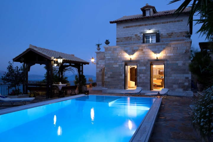 Luxury traditional villa with great view and private pool - Lefkada