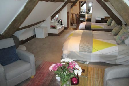 B+B a room that is AWESOM-4 guests. Exeter 15 mins - Broadclyst