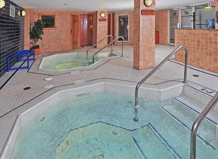 Newly Renovated King Room in the Heart of Banff! Sauna and Hot Pools on-site