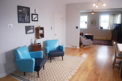 Huge Sun-Soaked Loft with Private Entrance/Parking