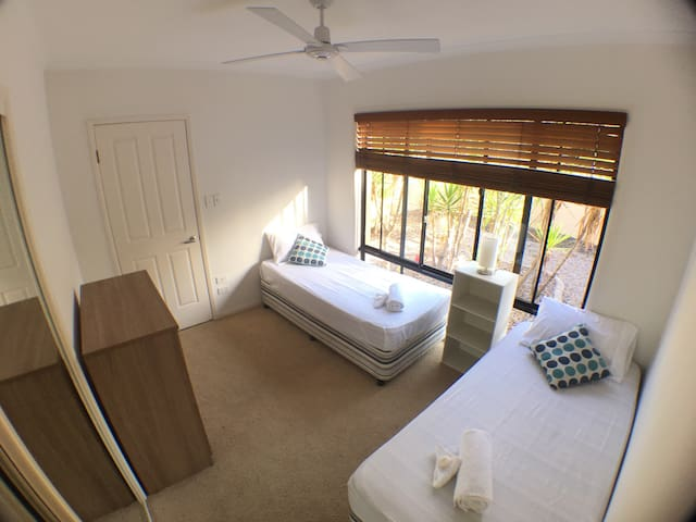 Comfy Bedroom in Sunshine Beach - Sunshine Beach - Rumah