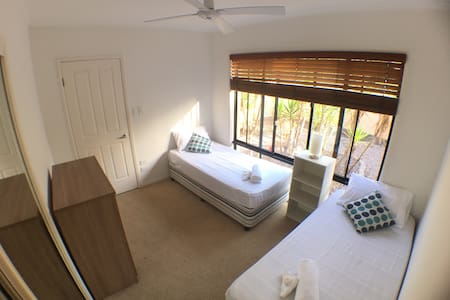 Comfy Bedroom in Sunshine Beach - 선샤인 비치(Sunshine Beach)