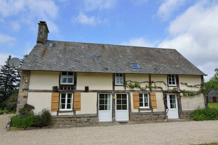 Pleasant Holiday Home in Isigny-Le-Buat with Garden