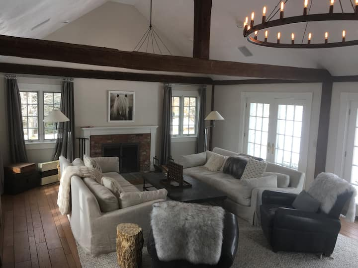 Luxury 100 acre 3 building Compound