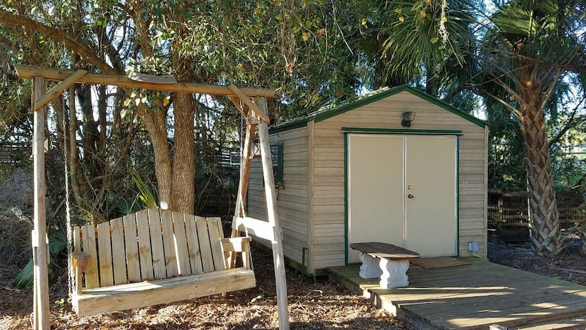 SunShine Ranch Tiny Cabin (Farm animals Sanctuary)