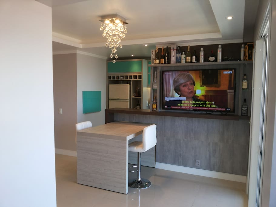 Sala com Bar e TV
