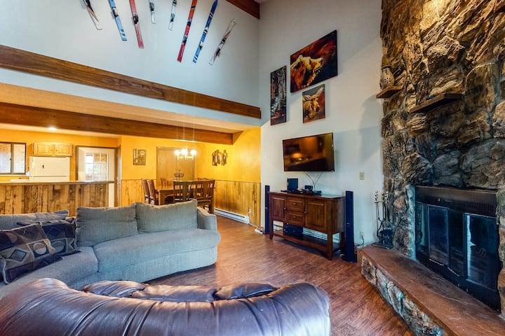 New listing! Dog-friendly mountain condo w/ a furnished deck & forest views