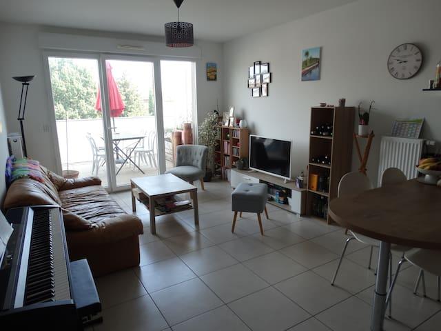 Appartement neuf, chaleureux proche plages