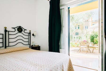 Deluxe double room with private patio - Parghelia