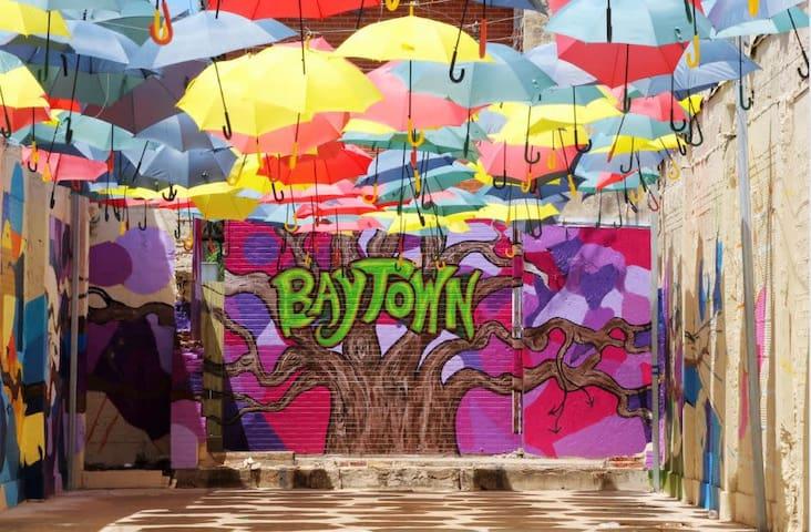 Guide around town: Houston & Baytown