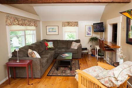 Marthas Vineyard 3 Bed 10min to beach and town