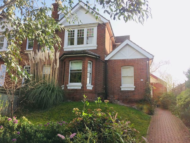 Beautiful 6 bed Victorian home with river views