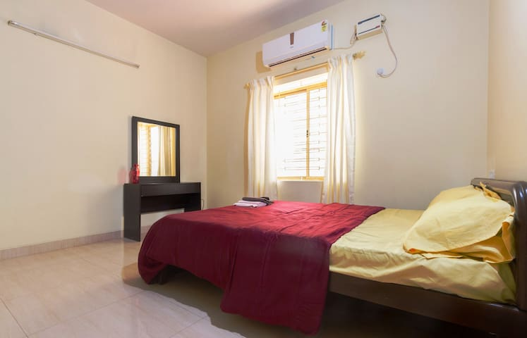 Air-conditioned ensuite bedroom with refreshments - Bangalore - Appartement
