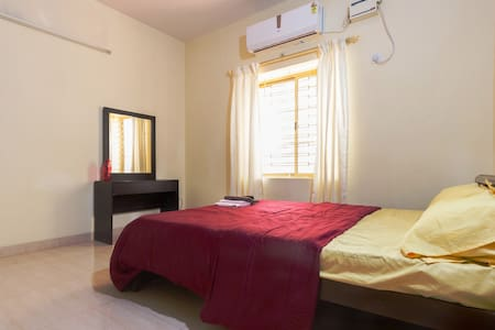 Air-conditioned ensuite bedroom with refreshments - Bengaluru