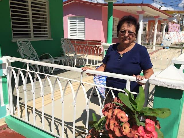 La Complaciente Esther en La Colchonería con WIFI.