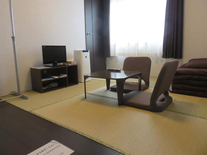 Japanese-style room (with key)/ Shared Bathroom