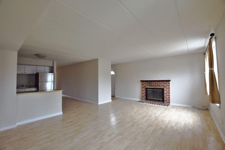 2 Bedroom, 1 bath, Fireplace, Deck
