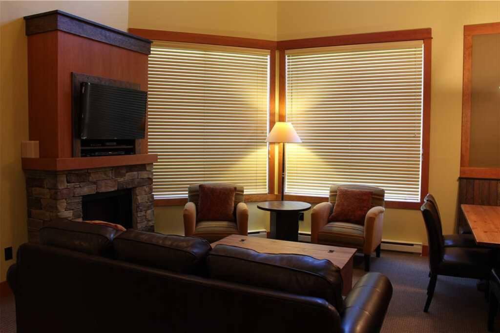T640 Living Room 2