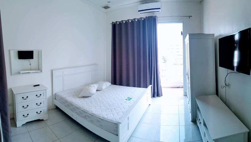 1-Bedroom Apartment Near Night Market w/ Breakfast