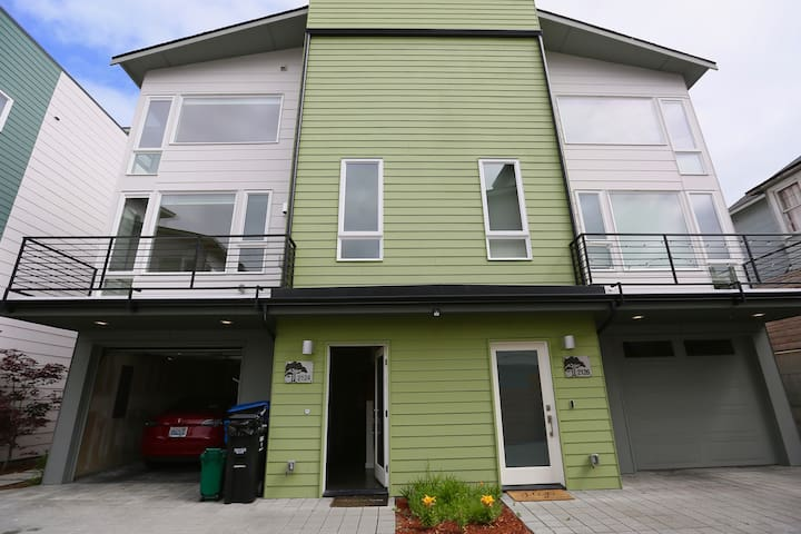 Modern Suite Close to Downtown & Lake Washington!