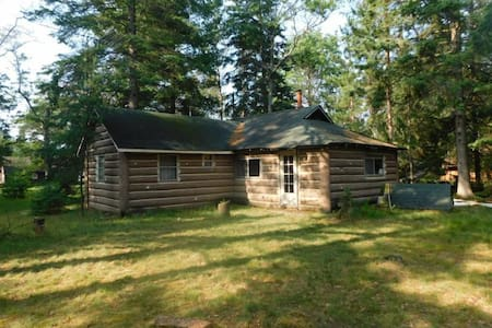 """O Me, O Mio"" Cabin near the AuSable River"