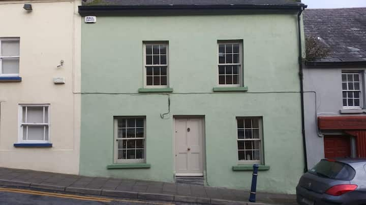 Period townhouse in heritage town of Thomastown