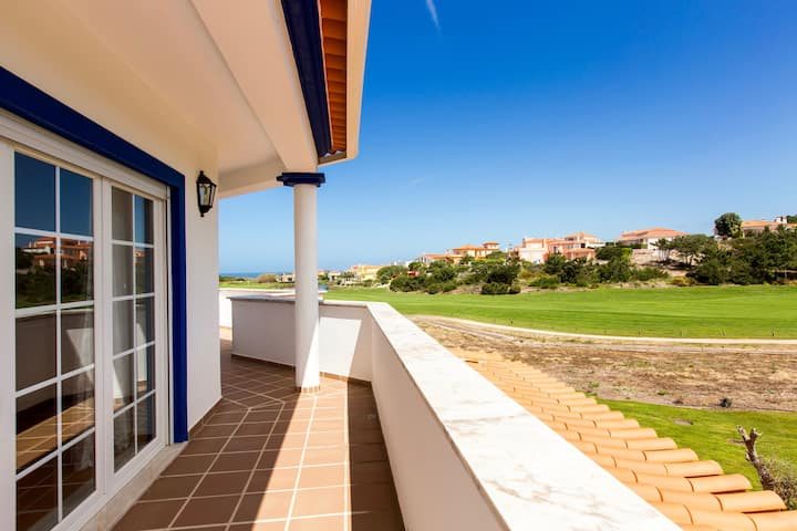 Casa do Golfe, ocean views, WiFi & BBQ, sleeps 6