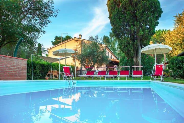 Casa con piscina vicino a Cala Violina app.Pozzo