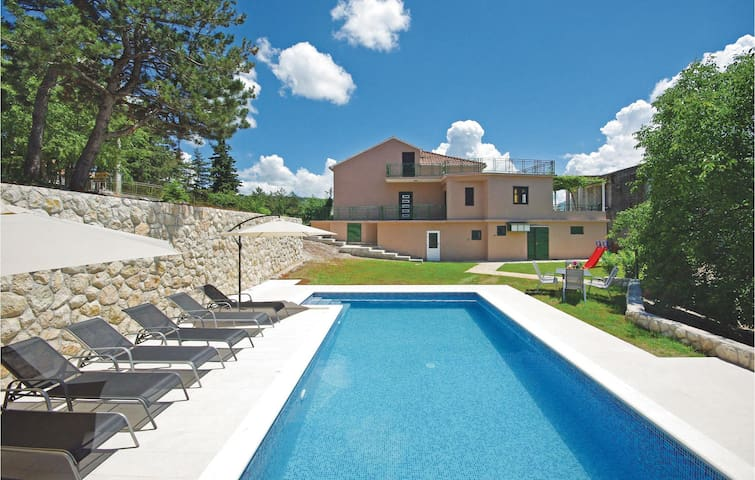 Holiday cottage with 3 bedrooms on 238 m²