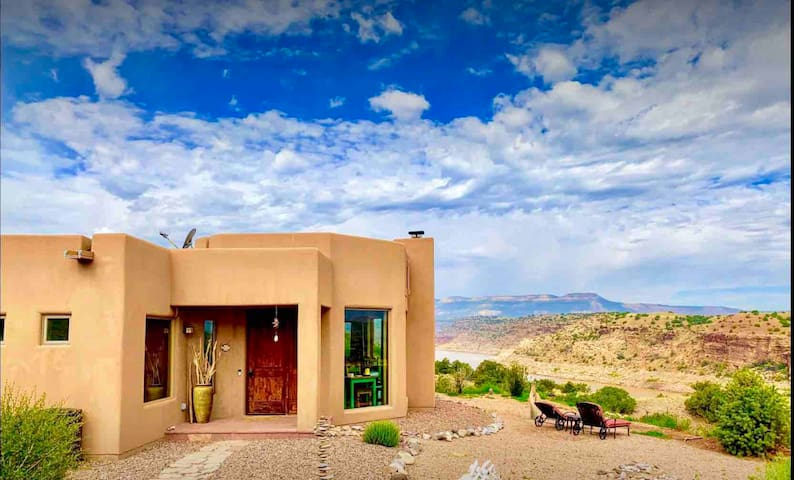The Casita del Lago-Luxury Abiquiu Lakefront Home.