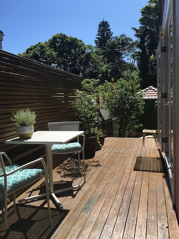 ROSE BAY- BEACHY GARDEN APARTMENT