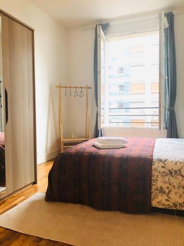 Belle chambre spacieuse en appartement à Paris 15