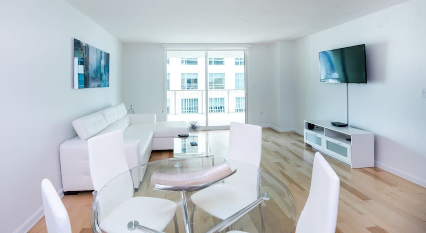 Luxury huge apt for 6-7 @ Brickell free parking