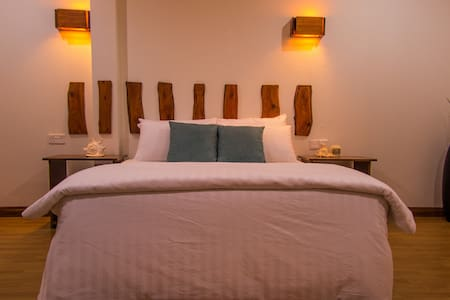 Comfortable bed, spacious room