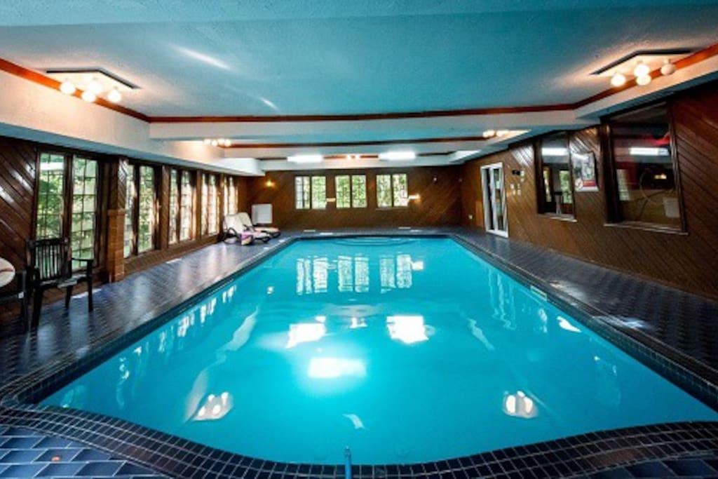 Chalet ch teau piscine int rieure chalets louer for Chalet st agathe des monts piscine intrieur