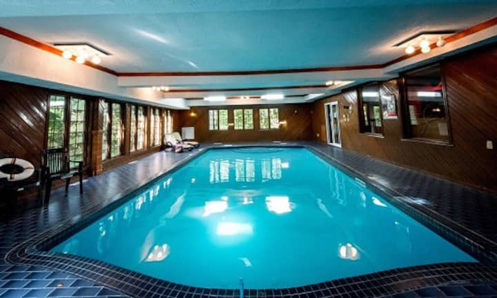 Chalet Château- private indoor pool