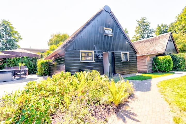 Casa vacacional espaciosa en Giethoorn con jardín privado