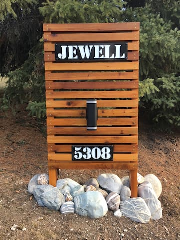 Jewell Cabin Sign