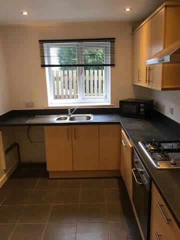 Great location, lots of parking, - Carlton - Dom