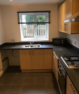 Great location, lots of parking, - Carlton - Hus