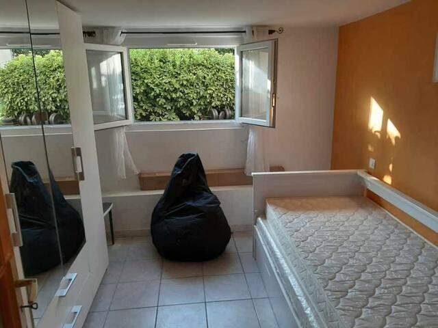 Chambre avec lit simple à tiroir - entresol sur jardin