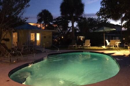 Siesta Key Beach Place - Coquina Cottage - シエスタキー - バンガロー