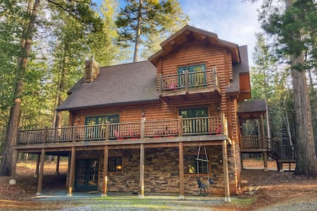 5-Star, Luxury Log Cabin Getaway - Volcano