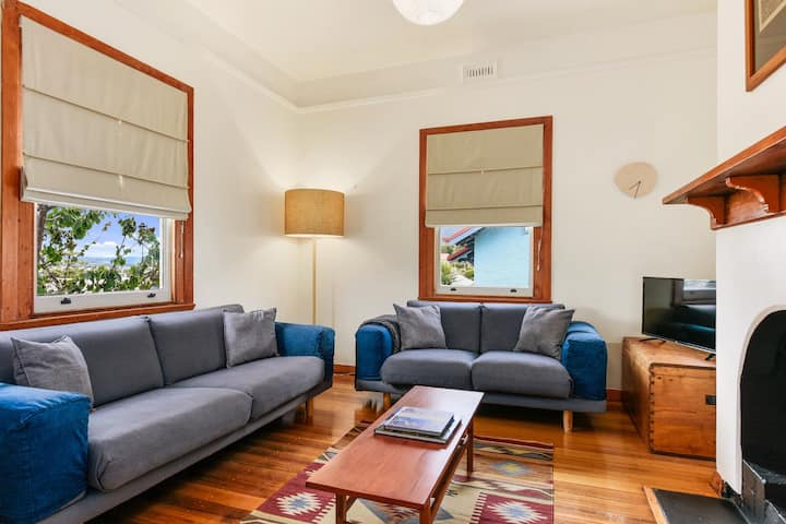 Cosy 1920s Cottage ~ 6 min to Hobart CBD