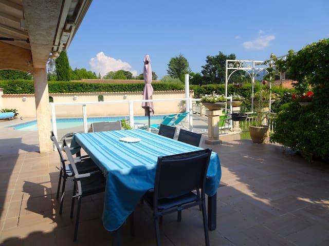 Maison au coeur de la provence verte