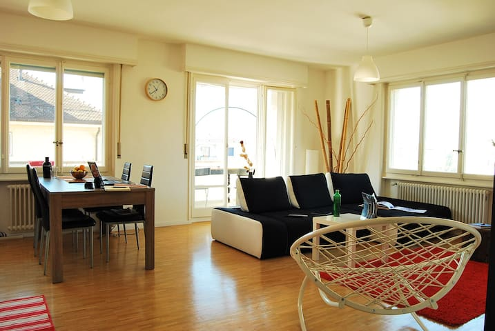 Room in bright flat, with Alps & lake view - Lausanne - Apartmen