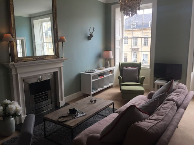 Charming city centre bolthole - Bath - Apartment