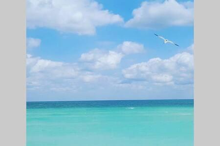 Your Beach Home Awaits! - Майами-Бич